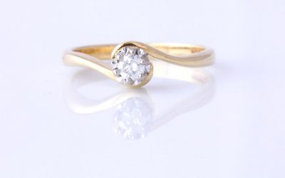 0.15c Twist Diamond Ring